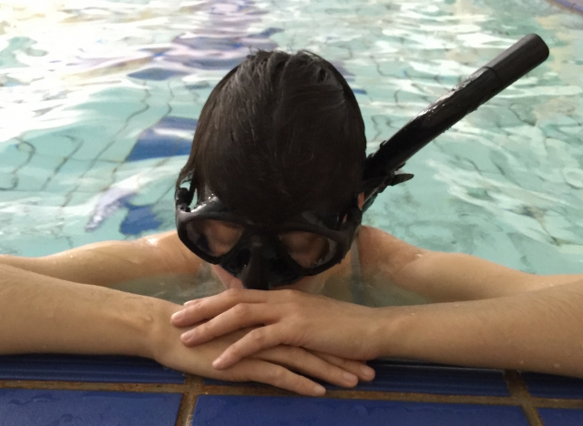 Go Freediving club in Bath, Kirstie preparing for a static breath hold