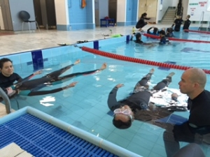 Go Freediving Surf Survival Course students doing static apnea in pool 1