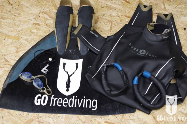 Carl Atkinson Pool equipment with Go Freediving Monofin, nose-clip, fluid goggles, neck weights and Aqua Lung Sport Apnea Freediving Suit 2 for freediving training plan
