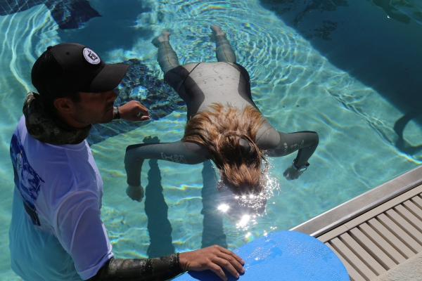 Beginners Guide to Freediving - safety for freediving - Ashley Baird doing Static (STA) and Spencer Ash on Safety