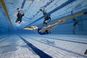 Beginners Guide to Freediving - safety for freediving - Freediver swimming in the Dynamic Pool Discipline with Safety on the surface
