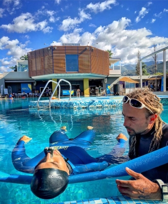 Carl Atkinson training static apnea with Adam Drzaga at the Freediving world championships 2016