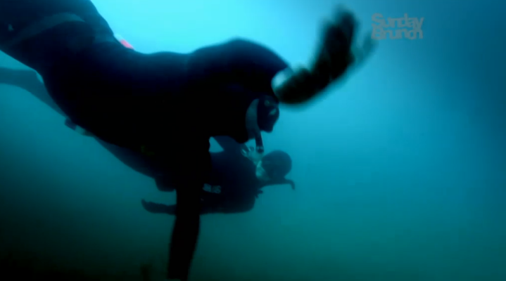 Go Freediving on The Wild Weekenders Channel 4 Arthur Williams freediving with Emma Farrell in Devon_web