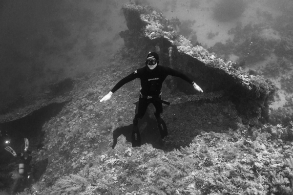 Go freediving - freediving and photography - Lance Sagar - b&w
