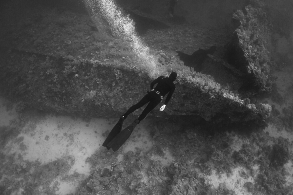 freediving and photography - Lance Sagar - b&w2