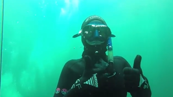go freediving - what happens on a freediving course -thumbs up