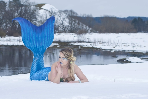 Mermaid Linda snow shoot